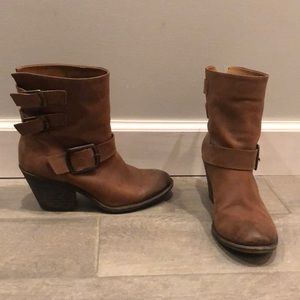 Lucky brand pull on ankle boot